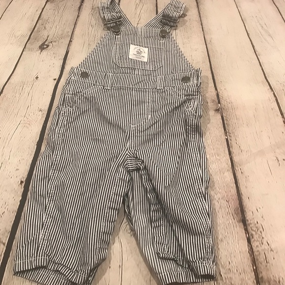 Carter's overalls size 6 months